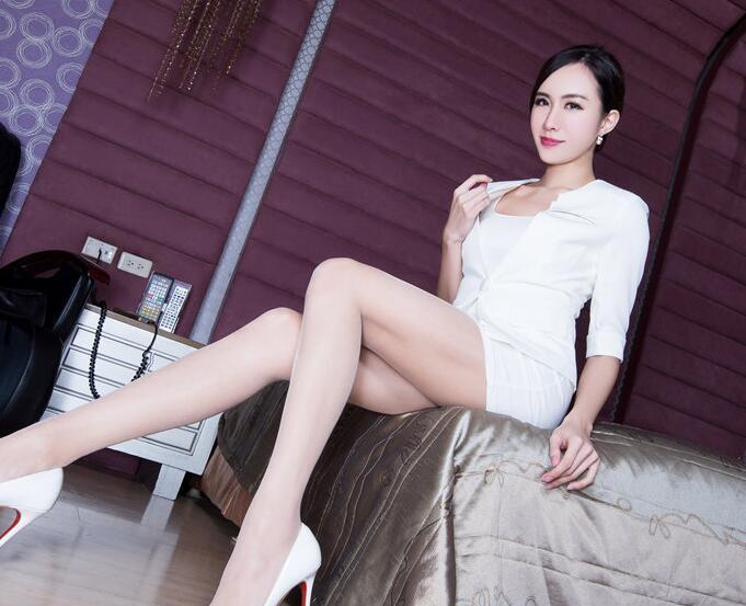 清纯美女Winnie性感丝袜美腿写真照片