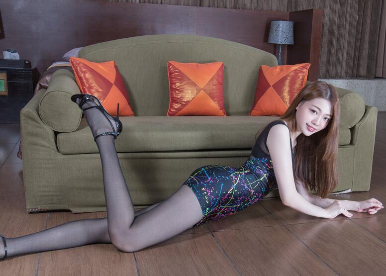 长腿高跟丝袜气质美女Joanna最新室内